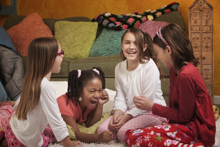 niñas en fiesta de pijamas