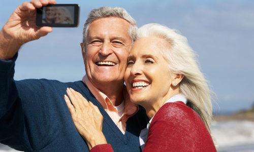 jubilados haciendose una foto